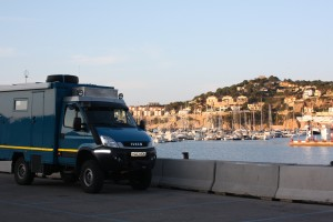 Cuthbert goes to the seaside - in the harbour at San Feliu